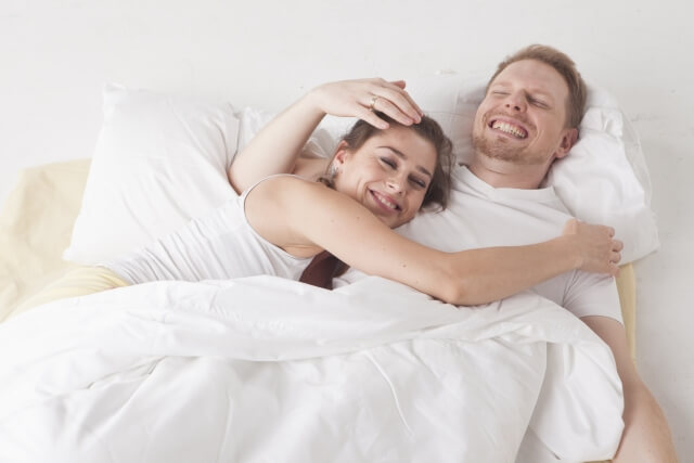 中国人妻 ベッド 夜の営み